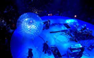 Peter Gabriel in de plastic bal.
